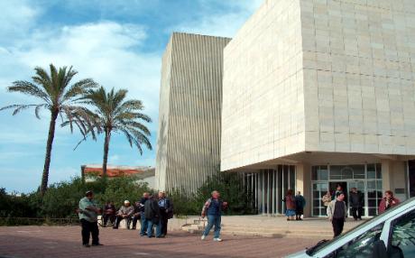 Одна из синагог Гуш-Катифа за полгода до разрушения